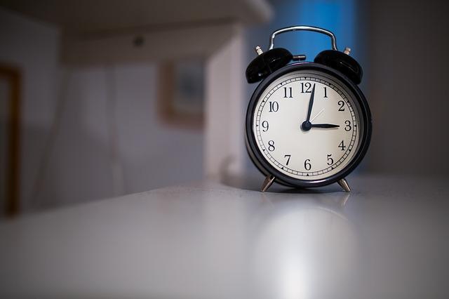 clock-923546_640