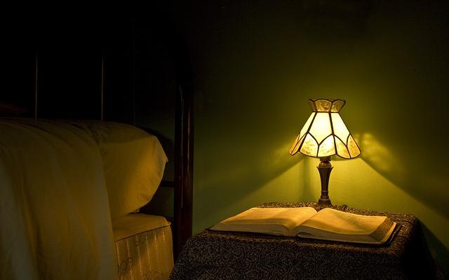 lamp-872946_640