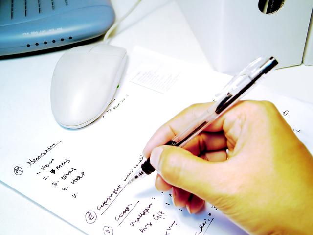 writing-1506951-640x480