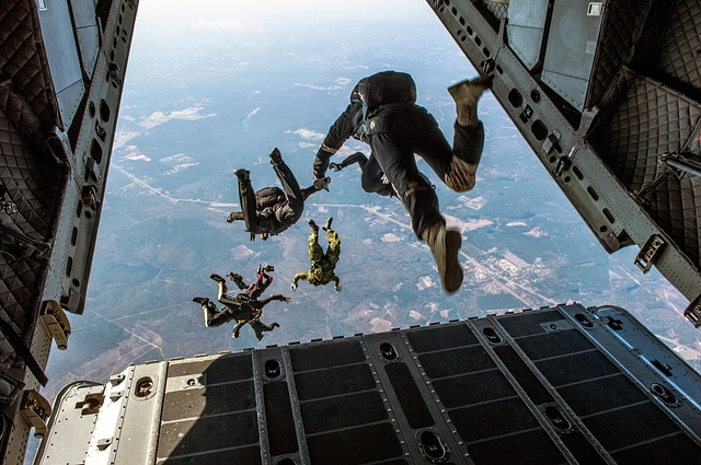 parachute-1242426_640